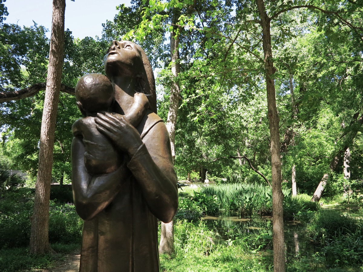 mother_and_child_by_charles_umlauf_umlauf_sculpture_garden